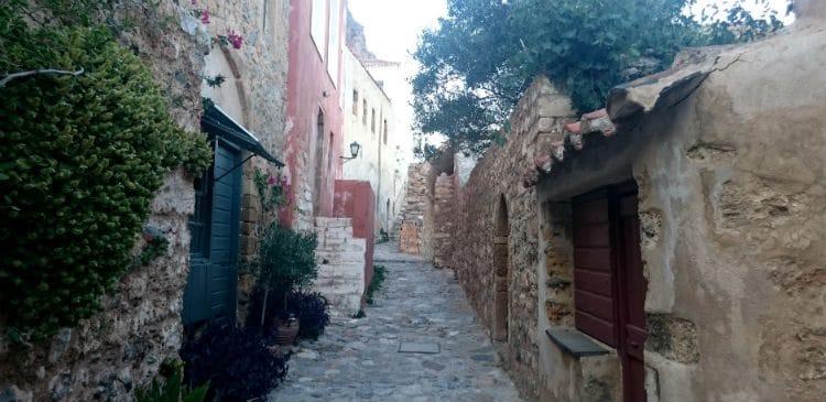 Peloponnesos har allt som grekiska öarna har fast med extra allt , besök Moneemvasia