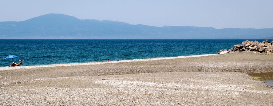 till salu nyrenoverat lagenhet kalamata stranden