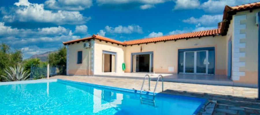 semesterhus-peloponnesos-pool-modern-bungalow-strand-santova